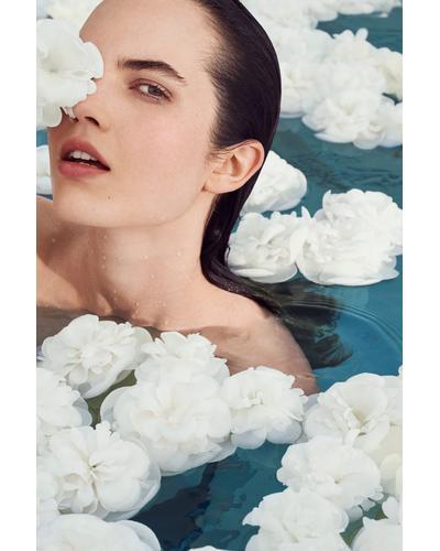 CHANEL Увлажняющий крем-флюид с водой камелии для сияния кожи Hydra Beauty Camellia Water Cream. Фото 2
